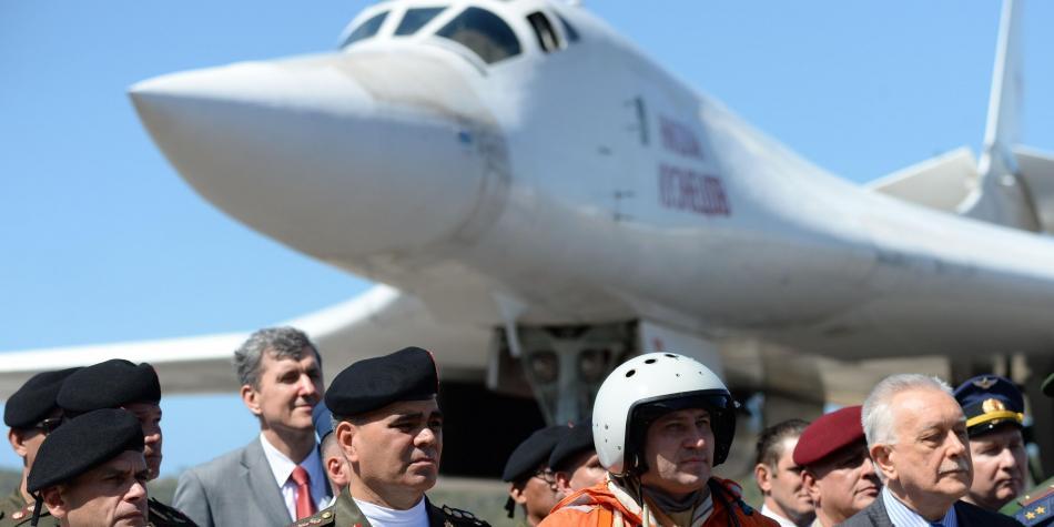 Bombarderos rusos al lado de Colombia